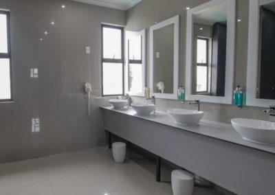 zzzone-shared-bathroom-4
